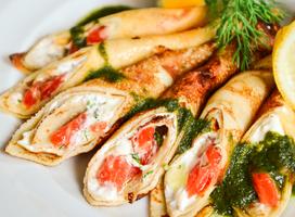 Блинчики с лососем и сырным кремом