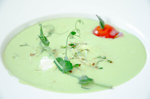 Крем-суп из зеленого горошка с сыром Фета