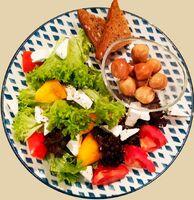 Салат с копчёными перепелиными яйцами