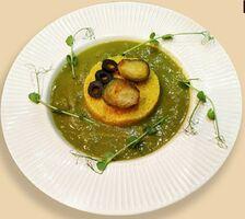 Теплый салат с кальмаром, кус-кусом, миксом овощей, рукколой и овощами