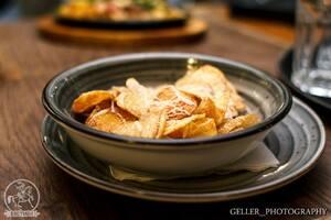 Картофельные чипсы с сыром Пармезан