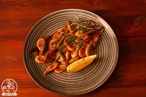 Креветки жареные с чесноком и чили перцем