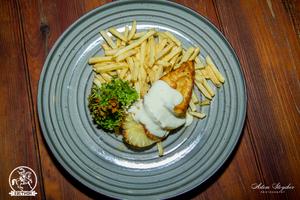 Куриное филе с ананасом и хрустящим картофелем фри