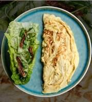Омлет з Моцарелою та зеленим салатом