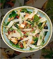 Салат з обсмаженої індички з грибами і шпинатом