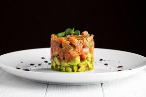 ТАРТАР з лосося та авокадо