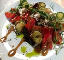 Салат со свежими  овощами, муссом из сыра фета и печеной свеклой
