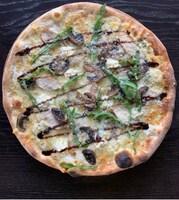 Сирна піца з куркою та грибами