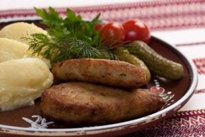 Котлети з судака з картопляним пюре