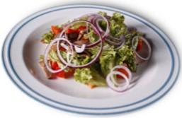 Теплий салат з яловичиною під соєво-імбирним соусом