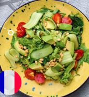 Легкий зелений салат з авокадо та кедровим горіхом