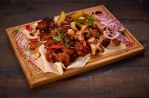 Форест сет                                                                          (шашлыксвиной, шашлык куриный, ребра свиные, крылья BBQ, картофель по-деревески)