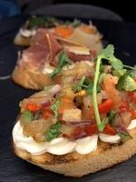 Брускети з печеними овочами
