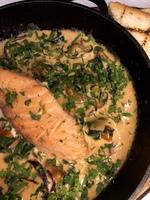 Філе сьомги з соусом з морепродуктів