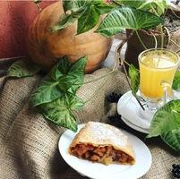 Штрудель солодкий. Гарбузовий з ананасом та волоським горіхом (сезонний)