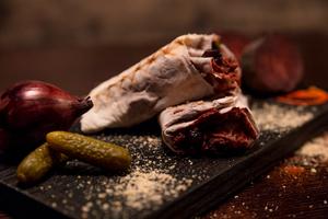 Шаурма Зі свининою та солоним огірочком