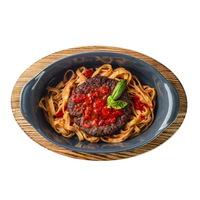 Біфштекс з моцарелою і тальятелле в томатному соусі