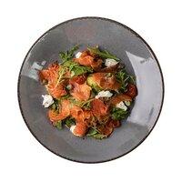 Салат з лососем і крем сиром