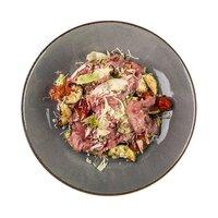 Теплий салат з телятиною та овочами