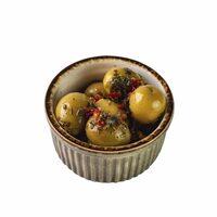 Мариновані оливки в травах