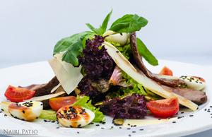 Теплый салат с говядиной и соус барбекю