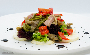 Теплый салат с индейкой и вешенками
