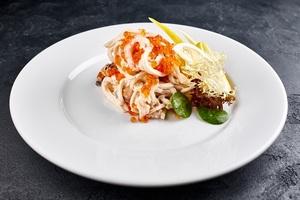 Салат з морепродуктів та червоною ікрою