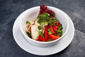 Салат з помідорів та огірків, заправлений сметаною або олією за Вашим бажанням