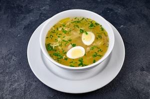Суп на наваристому бульйоні з локшиною та курчам