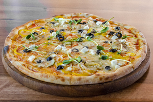 Пицца овощная с сыром фета