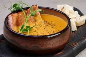 Гороховий крем-суп із копченим ребром