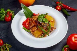 Китайська локшина з качкою та овочами