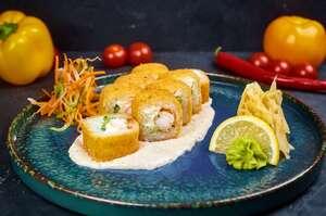 Теплий рол з креветкою та соусом з тунця