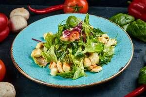 Зелений салат iз смаженим сулугунi