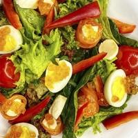 Салат с лососем Филадельфия