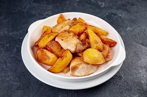 Картопля смажена з м'ясом на пательні