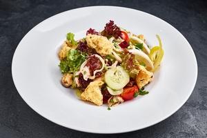 Зелений салат з асорті з морепродуктів