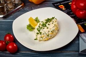 Салат із кальмаром та яйцем