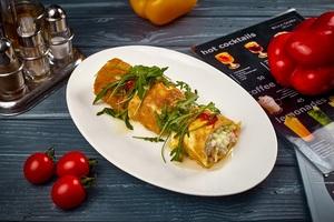 Салат із морепродуктів в теплому омлеті
