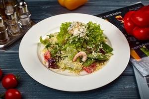 Зелений салат із курячим стейком і креветками, із соусом «Тонно»